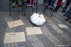 2017_01_05_Acció manteros día de reyes_Bru Aguiló (1) (Fotomovimiento) Tags: fotomovimiento solidaritatmantera araiaquí sindicatopopulardevendedoresambulantes barcelona catalunya catalonia cataluña manifestación manifestació lasramblas reyesmagos racismo