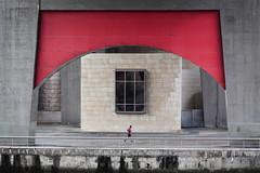 Bilbao. 2016. (Jose_Pérez) Tags: color rojo bilbao guggenheim museo street streetphoto urban running invierno geometría simetría winter line linea ghery architecture arquitectura formas correr deporte canon 5dmarkii eos5d