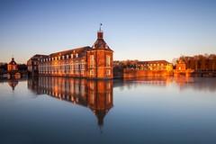 Schloss Nordkirchen (michel1276) Tags: lee gnd grauverlaufsfilter schlossnordkirchen nordkirchen schloss spiegelung winter heiter outdoor reflection gndsoft06