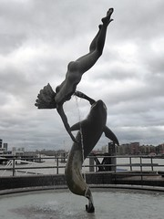 David Wynne, Girl with a Dolphin, Tower Bridge (jacquemart) Tags: davidwynne girlwithadolphin bridge brass bronze statue towerbridge london