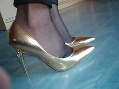 IM007445 (grandmacaon) Tags: escarpins hauttalon highheels pumps lowcutshoes toescleavage