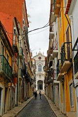 colori dei vicoli - streets' colours (immaginaitalia) Tags: street city portugal church colours lisboa lisbon capital chiesa capitale colori lisbona portogallo vicoli