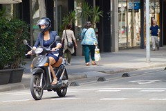 Barcelona (torstenEDDL) Tags: barcelona city woman town spain bcn sightseeing scooter spanien catalania