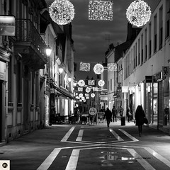 08md1216 (photo & life) Tags: montargis france europe photography photolife™ jfl square squareformat squarephotography leica leicam leicamtype240 m canonrangefinder50mmf15ltm 50mm street streetphotography blackandwhite noiretblanc humanistphotography noël ville city christmas