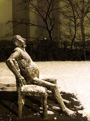 Solitude nocturne (Ciest-L) Tags: nuit ulg université liege belgique neige sculpture