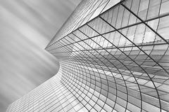 tour manhattan 2 (Giles McGarry (formerly kantryla)) Tags: paris france architecture modernarchitecture building blackandwhite mono longexposure reflections ladefense monochrome geometry