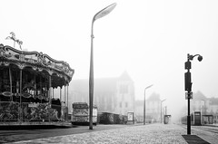 Carousel closed, but the ghost train is waiting for you (Vanvan_fr) Tags: noiretblanc blackandwhite bw nb manège carousel merrygoround tram tramway train ghosttrain trainfantome fog brouillard morningfog vide empty emptycity lampadaire streetlight urban urbain ville city tours france photo gr foggyatmosphere tramwaystation trafficlight