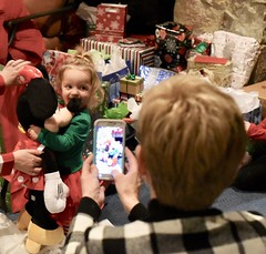 Loves It (donna_0622) Tags: minniemouse gift toddler happy christmas nikon d70