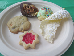 Christmas party cookies (Coyoty) Tags: christmas party food christmasparty lunch cookies colors crust red brown green white sweet sugary sugar carbs bokeh dessert baked bakedgoods holiday vanilla