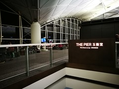 Entrance to the lounge (A. Wee) Tags: cathaypacific 国泰航空 机场 airport hkg hongkong 香港 china 中国 thepier lounge
