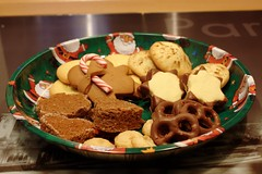Christmas cookie collection (II) (dididumm) Tags: cookies baking homemade christmas yummy cookiestamp appleducats cinnamon nutnougatstars nussnougatsterne salty pretzels chocolate amarettoalmondthalers gingerbreadbrownies gingerbreadman candycane zuckerstange lebkuchenmann lebkuchenmännchen lebkuchenbrownies amarettomandeltaler salzbrezelnmitschokolade zimt apfeldukaten keksstempel kekse gebäck plätzchen selbstgemacht backen weihnachten weihnachtlich lecker
