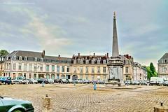 Arras - Place Victor-Hugo (roland dumont-renard) Tags: arras nordpasdecalaispicardie pasdecalais 62 place pavés colonne obélisque placevictorhugo fontaine