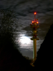 radio relay tower (Vincent Buuron) Tags: leica digilux2 nuit amiens picardie france night tower long exposure europe antenna