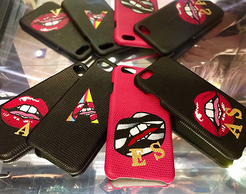 Badge Lips on The Case Factory phones 1