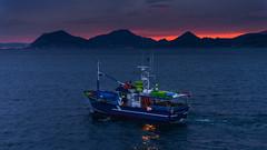 Siempre adelante (Carpetovetón) Tags: amanecer puerto castrourdiales mar marcantábrico paisaje pesquero barco nikond610 tamron2875 costa cantábrico cantabria españa