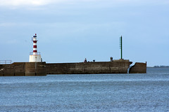 "Amble (farowright70) Tags: ocean light sea england lighthouse tower english water canon ian faro coast waves guide farol fin beacon phare hazard fyr leuchtturm sentinel amble faros ianwright fyret 등대 灯台 fyrtårn маяк majakka goleudy 灯塔 منارة warksworth finwright finwrightphotographycouk vuurtor ""mercu suar"" દીવાદાંડી ""deniz feneri"""