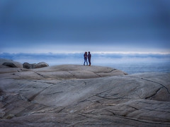 Only Two (Peggy's Cove, Nova Scotia, Canada. Gustavo Thomas © 2014) (Gustavo Thomas) Tags: voyage travel winter sea two people mer canada cold clouds mar rocks novascotia gente stones hiver canadian shore northsea invierno peggyscove frío froid gens roches piedras