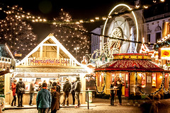 Christmas Market - Bremen, Germany (mistermo) Tags: christmasmarket longexposure weihnachtsmarkt bremen germany marktplatz canoneos50d canon nacht night lights light beautiful merrychristmas happyxmas froheweihnachten townhall bremerrathaus rathaus