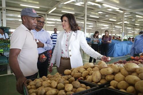 """Durante su visita al mercado Margarita Cedeño resaltó las acciones preventivas  que ha tomado el Presidente Danilo Medina. • <a style=""""font-size:0.8em;"""" href=""""http://www.flickr.com/photos/91359360@N06/31495136902/"""" target=""""_blank"""">View on Flickr</a>"""