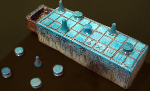 "Senet - Lujoso sistema de objetos lúdicos obsequio del dios Toht a la faraona Nefertari • <a style=""font-size:0.8em;"" href=""http://www.flickr.com/photos/30735181@N00/31709916133/"" target=""_blank"">View on Flickr</a>"