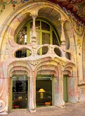 Barcelona, building (kimbar/Thanks for 2 million views!) Tags: barcelona architecture cool spain catalonia artnouveau casacomalat salvadorvaleriipupurull