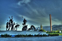 Fuente de Neptuno / Click on the Notes (CarlosBravo) Tags: travel urban tourism canon mexico 350d fuente viajes neptuno carlosbravo turismo monterrey hdr macroplaza