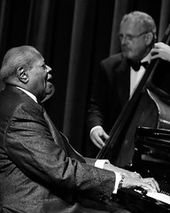 Oscar Peterson (Belltown) Tags: bw live performance piano jazz oscarpeterson