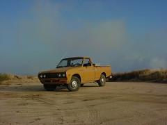 datsun near lake elizabeth (kneesamo) Tags: classic pickup lakeelizabeth 1973 datsun butterscotch pl 620 elizabethlake l20b 93532 bulletside lagunadeldiablo pl620