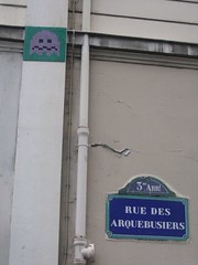 Looking for  Pacman (THEfunkyman) Tags: streetart paris art spaceinvader faved