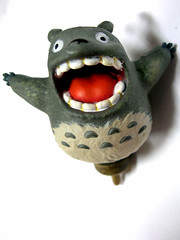 totoro teeth,flickr會員chotda提供,Some rights reserved。
