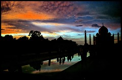 Sunset, Taj Mahal (danielguip) Tags: india interestingness agra kodachrome canonftql scoreme45