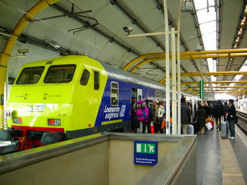 aéroport léonard de vinci, leonardo express, train, rome