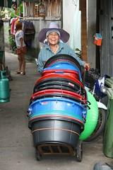 smiling rubber tub vendor (the foreign photographer - ) Tags: smiling happy rubber tub street vendor khlong thanon portraits bangkhen bangkok thailand canon kiss 400d
