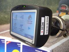 TomTom Go 715 = GPS + GSM