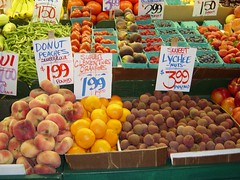 Doughnut peaches, and other produce, Pike Plac...