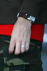 45.DHM.WDC.18dec05 (Elvert Barnes) Tags: musicians hand fingers ring guitarist holidayseason 2005holidayseason oldconventioncenter sundayphotowalk downtownholidaymarket thepocketband musiciansbands