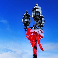 Lampadaire* (Imapix) Tags: voyage christmas travel blue red sky canada lamp clouds wow photo interestingness photographie quebec gutentag qubec ribbon nol happyholidays merrychristmas lampadaire imapix topfavpix joyeuxnol gatangbourque gatanbourque copyright2006gatanbourqueallrightsreserved  copyright2006gatanbourqueallrightsreserved imapixphotography gatanbourquephotography