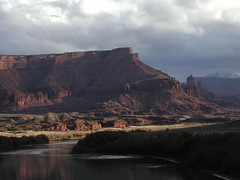 Where the Colorado River gathers its waters (Palinka) Tags: utah redrock coloradoriver sunset light
