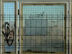 quadradinhos (*L) Tags: streetart lisboa tag tejo ud obras docas quadradinhos esturio santoamaro quadrados umadestas portodelisboa docadesantoamaro quaquadradradidinhosnhos
