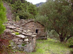 Ikaria 066 (isl_gr (Mnesterophonia)) Tags: house mountain architecture island hiking beautyconcealed ikaria  aegean trails greece gorge theisland hikingikaria   caria  myrsonas