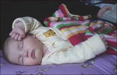 Douce-Lily-Soleil-II (Etolane) Tags: baby cute bb nouveaun lilysoleil nourisson