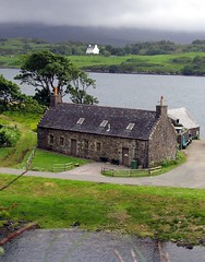 Cottages (Maxresolution) Tags: sea cloud skye green topv111 1025fav 510fav wow catchycolors scotland cottage crop loch 110fav dunvegan