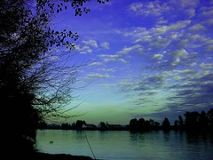 Waiting for the moon (alonsodr) Tags: river lafotodelasemana guadalquivir bravo top20sunrisesunset topc75 555v5f 333v3f 222v2f 444v4f 111v1f top20landscapes 777v7f 50fav top20sunsetsunrise photophilosophy asymmetrya mireasrealm topphotoblog lfsnubes