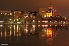 Helsinki at night (Hans van Reenen) Tags: haven reflection skyline night suomi finland puerto helsinki cathedral harbour helsingfors hafen spiegelung reflexin katajanokka uspenski spiegeling fav10 vanhasatama