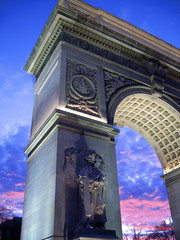 Washington Square Arch January 2006 (Boss Tweed) Tags: nyc newyorkcity sunset sky newyork monument topf25 nycpb architecture interestingness manhattan washingtonsquarepark washingtonsquare gothamist fifthavenue curbed greenwichvillage gridskipper washingtonsquarearch gridskipperweeklynominee picturenewyork