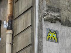 Space Invader PA_406 (deleted) (tofz4u) Tags: streetart paris yellow jaune tile mosaic spaceinvader spaceinvaders deleted invader mosaque artderue 75003 pa406 desactivated