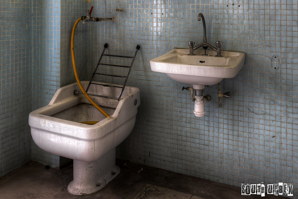The world 39 s best photos of lavement flickr hive mind - Il est beau le lavabo il est laid le bidet ...