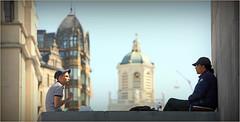Conversation au Mont des Arts, Brussel, Bruxelles, Belgium (claude lina) Tags: architecture belgium belgique bruxelles brussel personnes ville mim oldengland montdesarts saintjacquessurcoudenberg