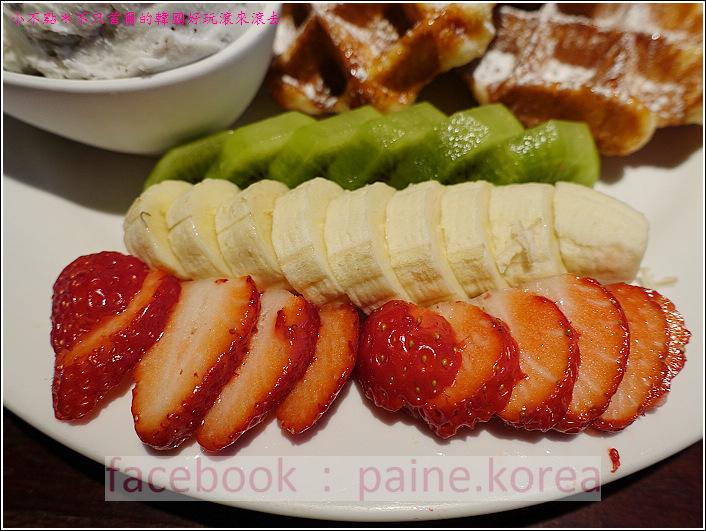 新村梨大 waffle it up cafe (13).JPG