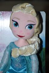 Plush Elsa (Girly Toys) Tags: la reine des neiges frozen disney princesse princess elsa anna olaf sven kristoff hans duc de weselton guimauve marshmallow oaken froid cold hiver winter collection missliliedolly miss lilie dolly plush peluche poupée doll aurelmistinguette